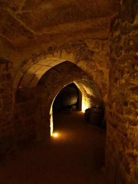 Cuevas subterráneas de Aranda de Duero (Burgos). El centro de la villa se enuentra repleto de cuevas que antiguamente se utilizaba como bodega. Ideal para la conservación del vino pues se encuentran a 15 metros bajo la superficie.