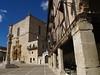 Plaza Mayor de Peñaranda (Burgos), con la colegiata al fondo y el Hostal Ducal a la derecha