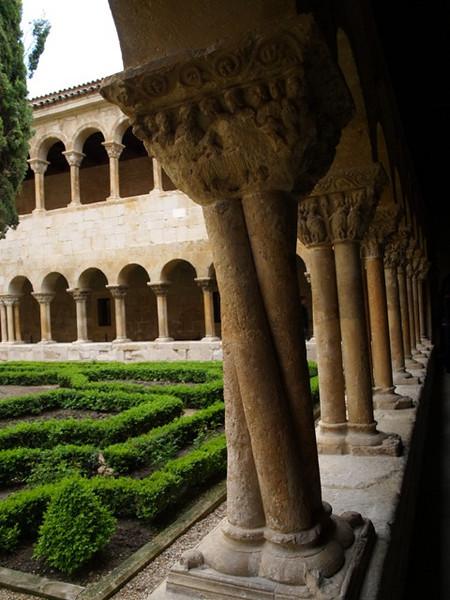 Columna original del Claustro del monasterio de Santo Domingo de Silos (Burgos)