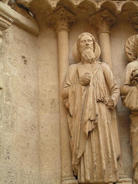 Esculturas junto a la entrada de la catedral de Burgos