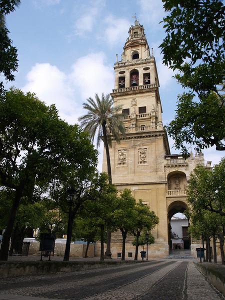 Torre de entrada al patio de los naranjos
