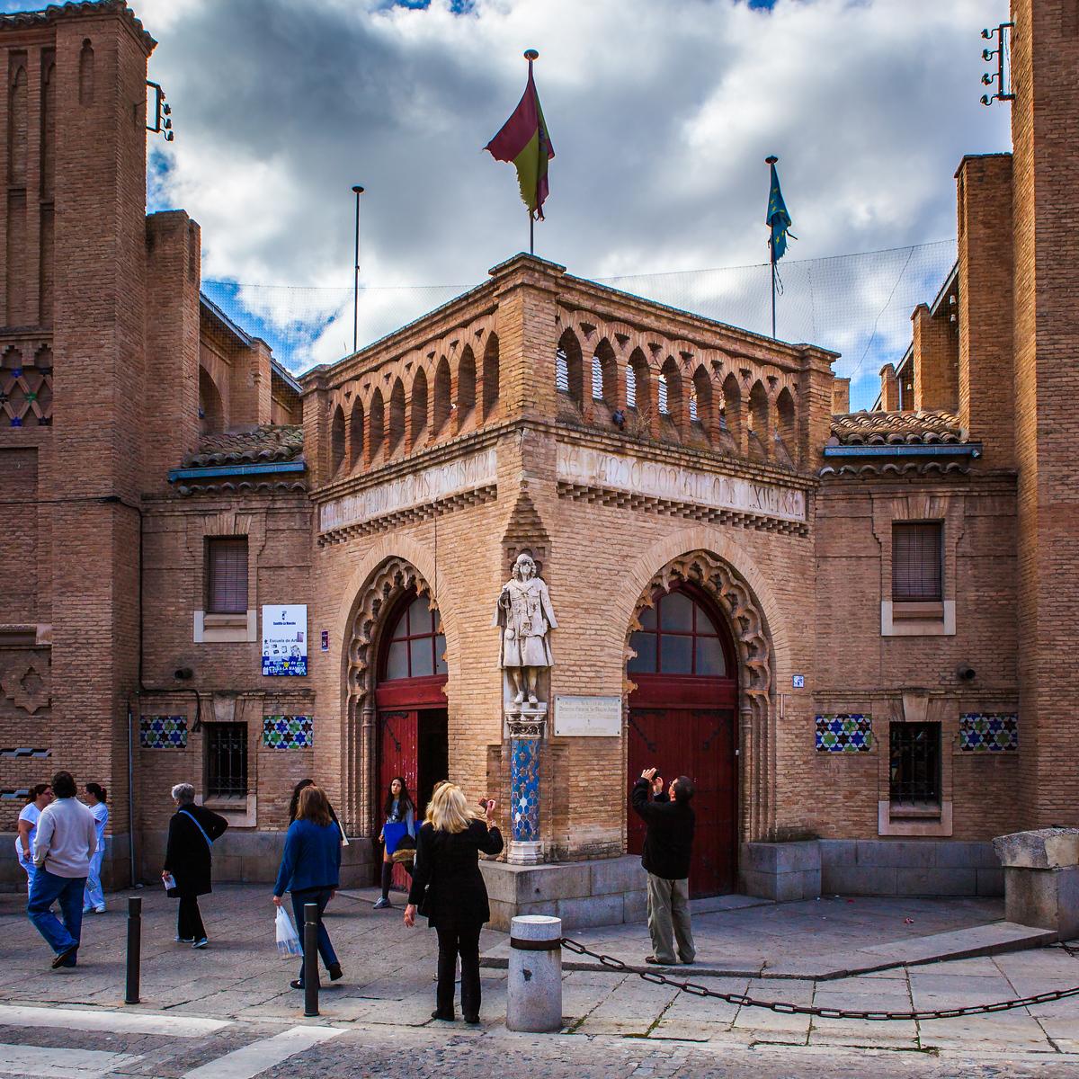 西班牙小镇的古建筑,走近看一看