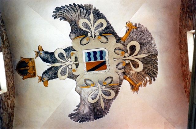 Escudo en memoria de Carlos V que durmio en el Palacio de San Carlos