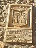 Escudo en un edificio de Canales de la Sierra (La Rioja)