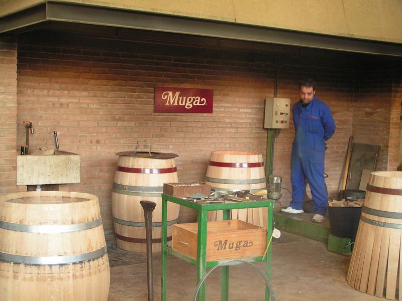 Bodegas MUGA, todavía fábrica sus propias barricas