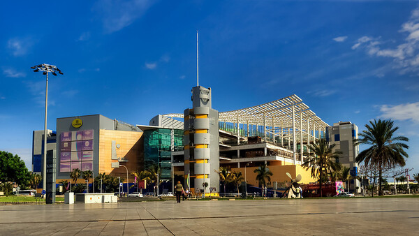 Las Palmas, Gran Canaria, El Muelle shopping center.