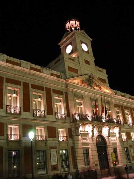 Fachada de la Casa de Correos en la Puerta del Sol, Madrid.