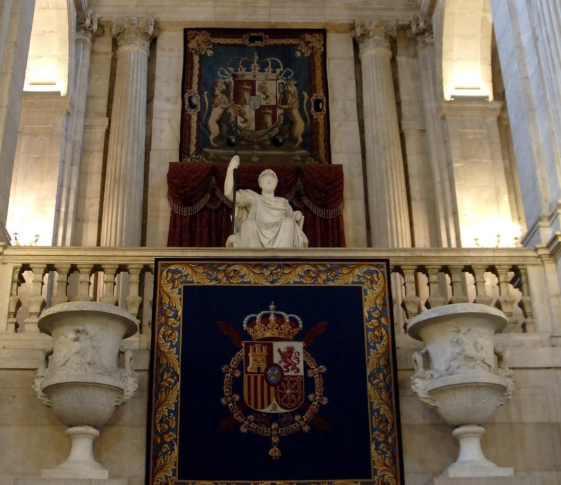 Palacio Real de Madrid Statue