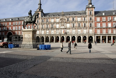 During the middle ages the site was just a market place outside the city walls. In the 1560s, King Philip II asked Juan de Herrera, architect of the Escorial, to turn the market place into a real square.