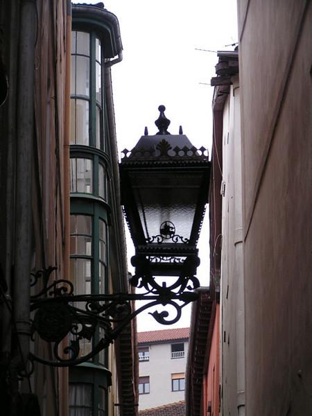 Farola en el centro de ciudad de Bilbao