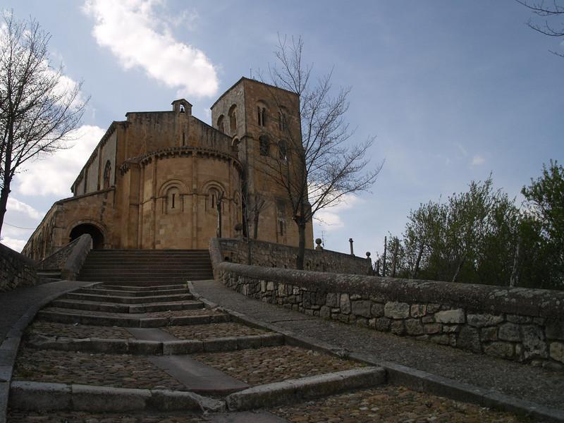 Iglesia de El Salvador de Sepúlveda pasa por ser la más antigua de las segovianas, edificada en la última década del siglo XI.