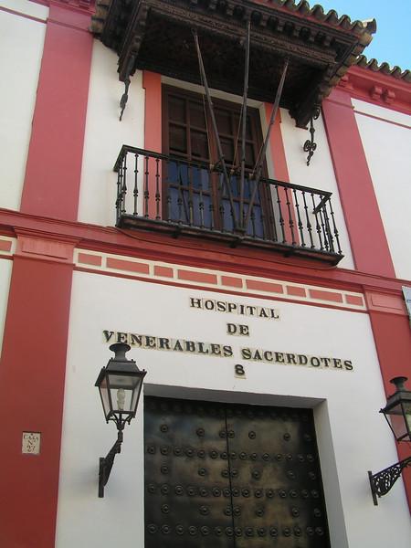 Antiguo hospital en el Barrio de Santa Cruz