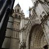 La catedral de Santa María de Toledo, llamada también Catedral Primada de Toledo, sede de la Archidiócesis de Toledo, es un edificio considerado como el magnum opus del estilo gótico en España. Su construcción comenzó en 1226 bajo el reinado de Fernando III el Santo y las últimas aportaciones góticas se dieron en el siglo XV cuando en 1493 se cerraron las bóvedas de los pies de la nave central, en tiempos de los Reyes Católicos. Está construida con piedra blanca de Olihuelas (en el término de Olías del Rey).