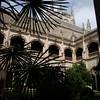 Monasterio de San Juan de los Reyes, en Toledo es una de las más valiosas muestras del estilo gótico isabelino en España y el edificio más importante de los Reyes Católicos y que se hace para conmemorar la batalla de Toro (1476) y el nacimiento del príncipe Juan