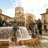 Plaza de la virgen con la entrada a la catedral (Puerta de los Apostoles)