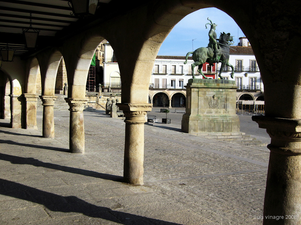 plaza mayor, trujillo
