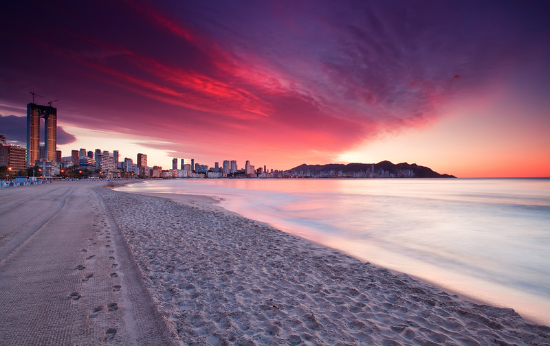 <b>Sunrise @ Benidorm (Spain)</b> <i>Canon EOS 5D Mark II + Canon EF 17-40mm f/4L USM</i>