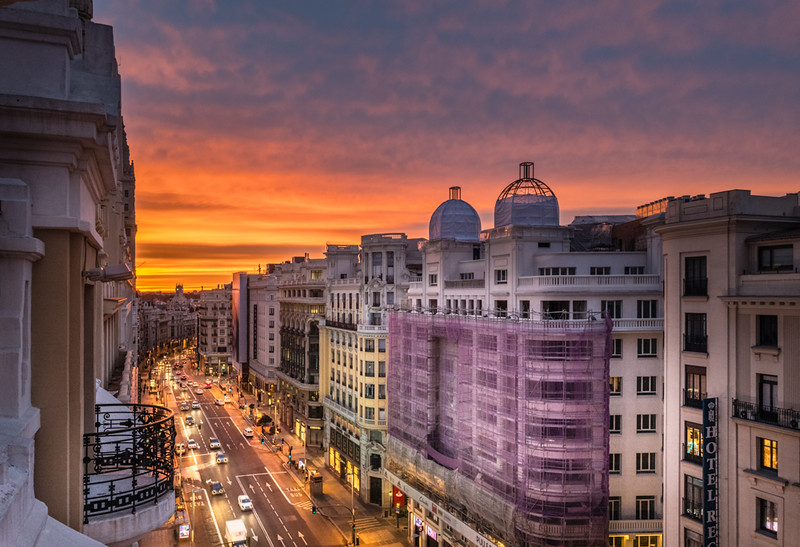 Gran Via, Sunrise