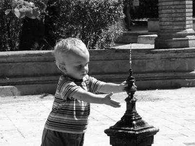 boy fountain2