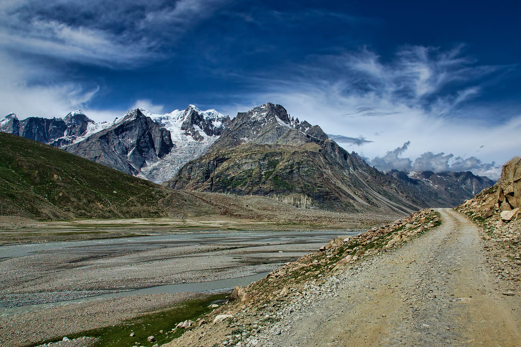 "The ""Bara Singri"" glacier on Chandra River, is so close to the road - it was sorely tempting!"