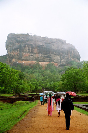 Sigiriya (Lion Rock), 200 m high - world heritage site