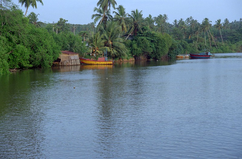 SRI LANKA 323