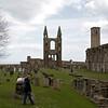 Aca se puede ver el tamano de la Catedral que va desde esas piedras sobre el lado derecho hasta la parte frontal en el fondo.