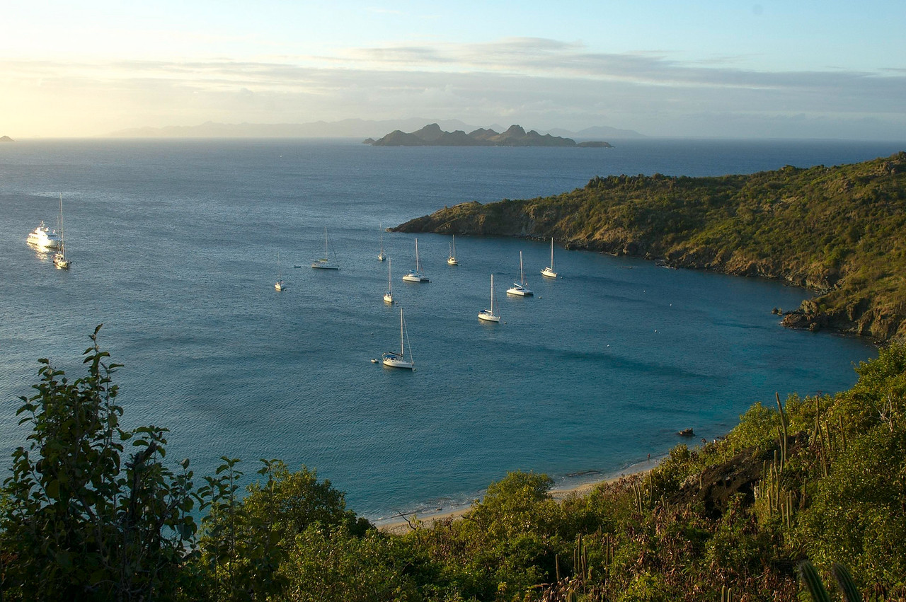 A view of Anse de Colombier from the difficult path.