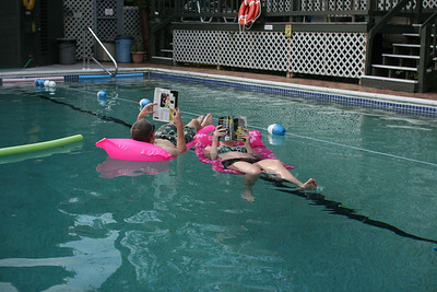 Shane & Aunika reading in the pool.