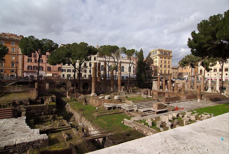 Roman cat paradise: Largo di Torre Argentina