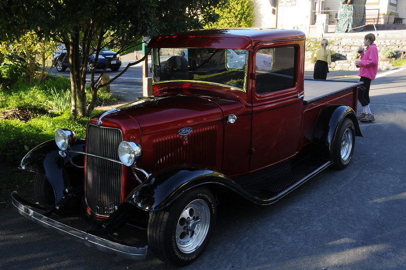 Saw this beautiful '37 (?) Ford as we walked back through town.