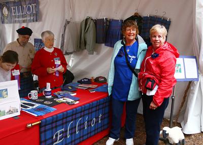 USA President Elliott Clan (Center) Judith Elliott,  with Judi & Carol (R)