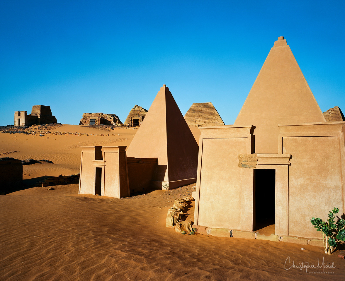 A closer look at the difference between the reconstructed and original pyramids.