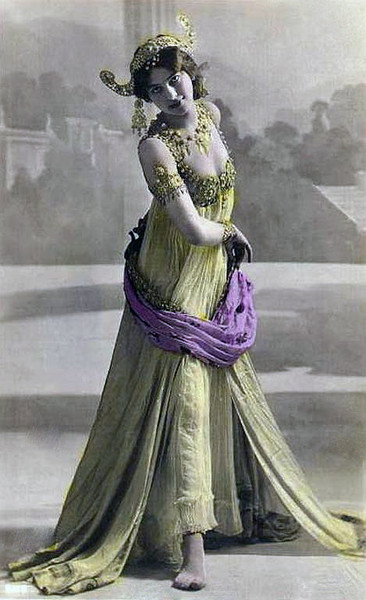 Margaretha Geertrude Zelle, a 19-year-old mail-order bride, married a Dutch official and moved to Sumatra.