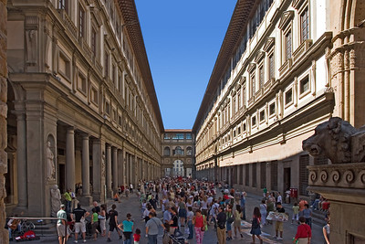A view of the open area in the Uffizi Museum.