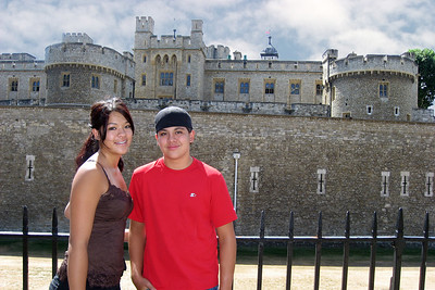 Gen & Cody in front of the Tower of London