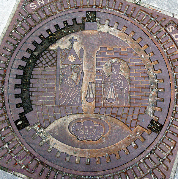 Manhole cover in Trondheim - similarly detailed to the Alesund ones