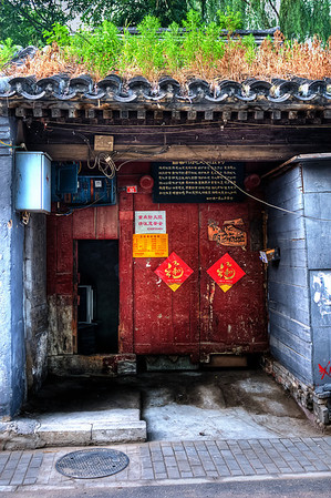 Beijing Hu Tong Red Door #6  http://sillymonkeyphoto.com/2011/02/09/beijing-hu-tong-red-door-6/
