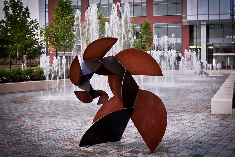 """Hmm, it is late, can't come up with a name now. Metal Art Sculpture.<br /> <br />  <a href=""""http://sillymonkeyphoto.com/2010/08/29/metal-art-in-tysons-corner/"""">http://sillymonkeyphoto.com/2010/08/29/metal-art-in-tysons-corner/</a>"""