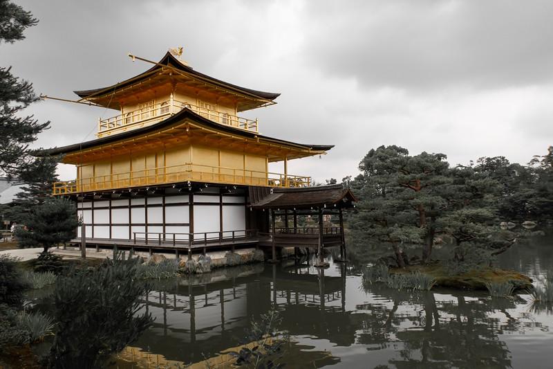 Artsy-fartsy shot of the Golden Pavilion.