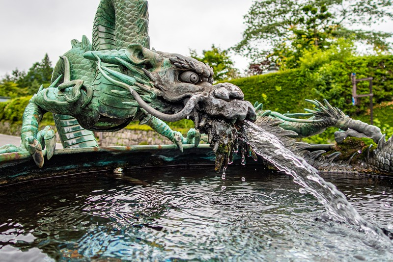 I loved this dragon fountain.  That's one awesome dragon!
