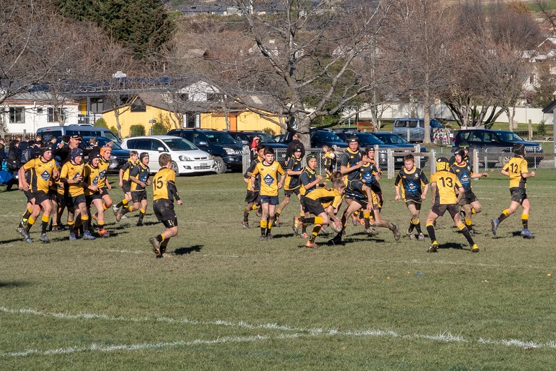 Stopped off at a town named Wanaka...there was a group of kids playing rugby.  Pretty fun to watch while listening to the parents complain about the ref - some things cross cultural boundaries.