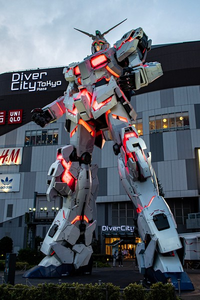 I took the boat down to the entertainment island of Odaiba.  I'd been here before, but I was just looking for a nice comfortable spot to spend an evening.  It was mostly safe due to the Gundam guarding one of the malls.