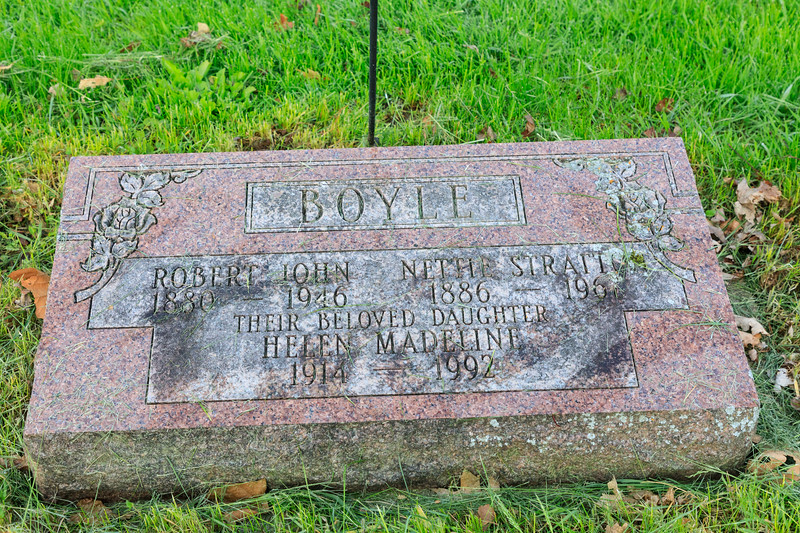 Grave of Robert John Boyle 1880-1946, his wife Nettie Stratton 1886-1967 and their daughter Helen Madeline Boyle 1914-1992.