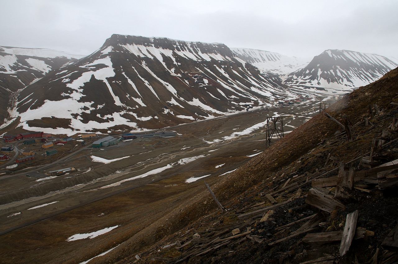 Continuing south along the hillside. The Longyear valley below. Longyearbyen school the gray building down in the valley, the abandoned Mine 2b in the hillside across the valley and Sverdrupbyen the small hamlet to the right. It was very steep and quite hard at times to find steady footing.