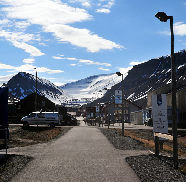 Longyearbyen Main St., as seen from the SAS Radisson hotel.