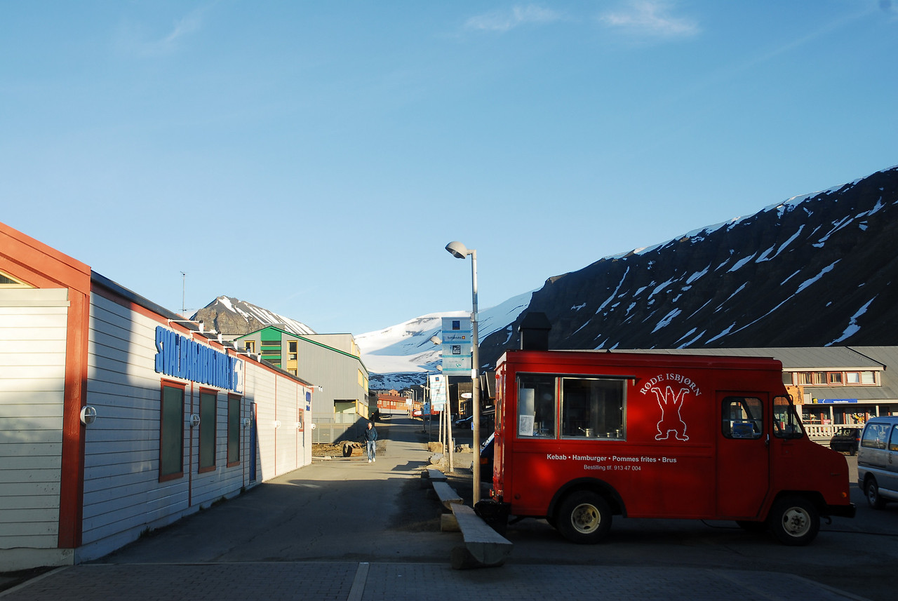 """The kebab-truck made famous in the NRK documentary """"Varmt hjerte - frossen kebab"""" (""""Warm heart - frozen kebab""""). After being denied political asylum in mainland Norway, Kazem Ariaiwand fled to Svalbard, where immigration laws do not apply."""