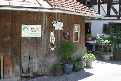 Potid ja kanad Šveitsi mägikülas