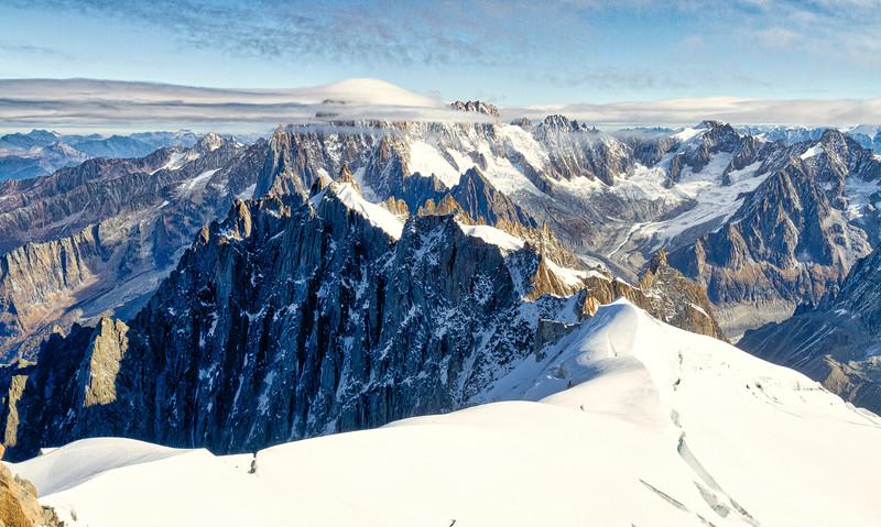 Aiguille du midi: Beautiful view of dramatic peaks.