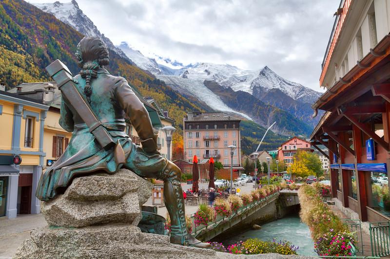 Chamonix: Nice statue!